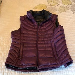 Jackets & Blazers - PACKABLE goose down puffer vest size medium